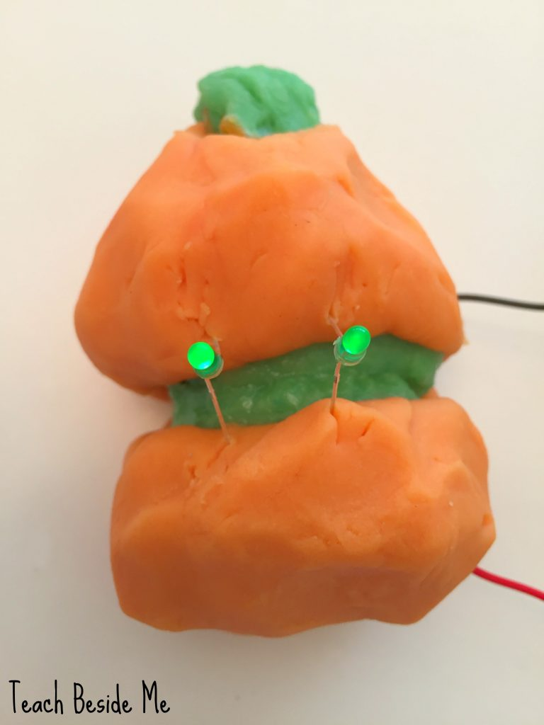 halloween-science-conductive-play-dough-circuit